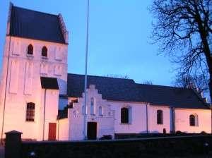 Asperup kirke med lys